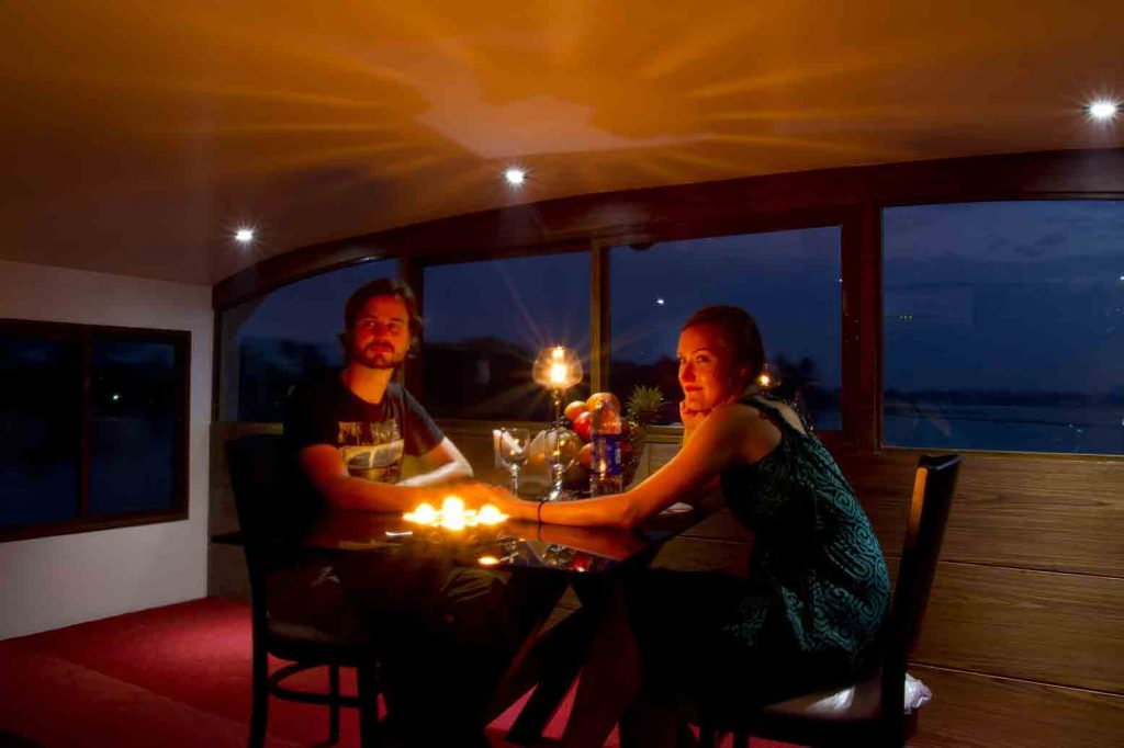Honeymoon packages in Kerala houseboat